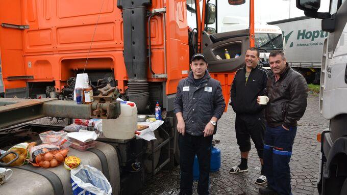 Lkw-Fahrer, Parkplatz, kochen