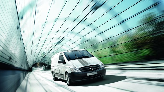 Mercedes-Benz Vito E-Cell, Tunnel, Glas, Werbefoto