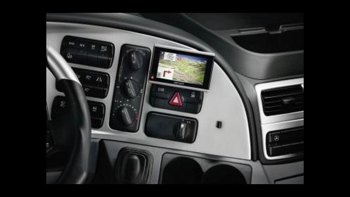 Mercedes-Benz offeriert portables Navi