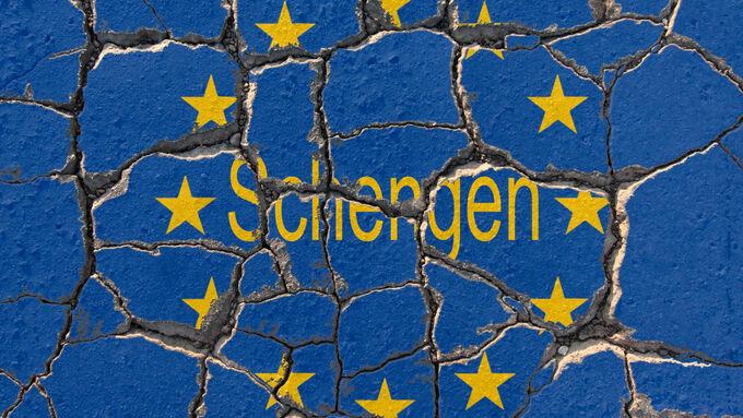 Symbolbild zum Fortbestand des Schengen Raum s während der anhaltenden Krise in der EU erodierende