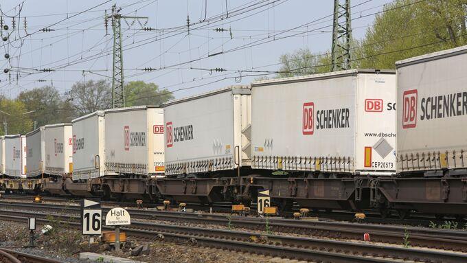 Trailer auf der Bahn