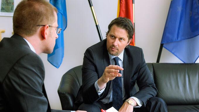 Dr. Scheuer, Matthias Rathmann, Lang-Lkw