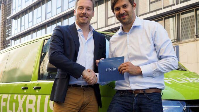 FlixBus-Geschäftsführer André Schwämmlein (links) und Liinita-Gründer Dominik Eggert