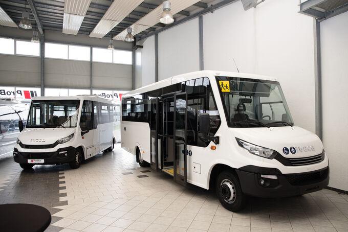 INDCAR Mobi LE auf Iveco, Frontansicht, Probus Event in Wagenfeld mit neuer Niederlassung, April 2018, verwendet für Bus Newsletter am 18.04.2018